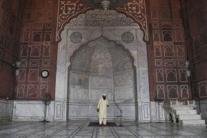 As COVID-19 cases soar in Delhi, Jama Masjid may close again, says Shahi Imam