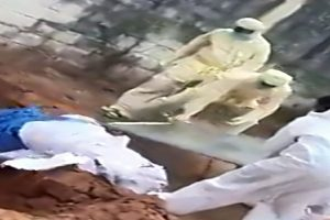 Puducherry health workers caught on camera throwing dead body of COVID-19 patient; probe ordered
