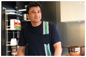Chef Vikas Khanna inspired by song 'Teri mitti' to feed underprivileged people