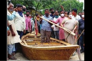 N Dinajpur villagers given boats