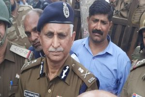 Delhi Police Commissioner applauds constable who braved bullets fired by a criminal while giving him chase