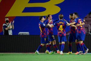 La Liga: Luis Suarez goal against Espanyol keeps Barcelona's title hopes alive