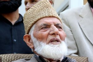 Separatist Geelani's relatives booked for placing Pakistani flag on his body