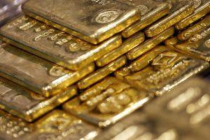 Gold price rises above Rs 52,000 per 10 gram mark