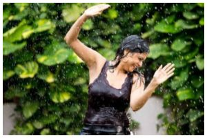 Hair fall during monsoon? Trying these tips can help reduce problem