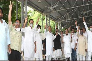 Ashok Gehlot along with supporting MLAs to meet governor to show majority