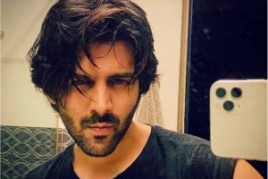 Kartik Aaryan posts first picture after 'Dostana 2' controversy