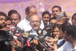 Contempt case: SC rejects Prashant Bhushan's plea to defer hearing on sentence, gives 2-3 days to 'reconsider' tweets