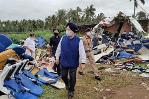 Aviation minister visits Kozhikode airport, takes stock of relief work; Kerala CM, Guv meet plane crash victims