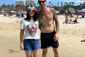 Sunny Leone spends beach time with hubby Daniel
