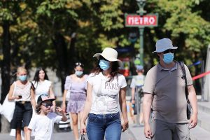 Face masks now mandatory in many parts of Paris