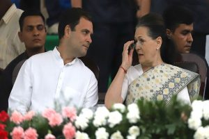 Crucial CWC meet today; Sonia Gandhi set to quit as Congress chief, Rahul, Priyanka reluctant to accept post