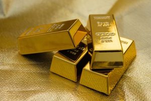 Man takes train route to smuggle gold, held