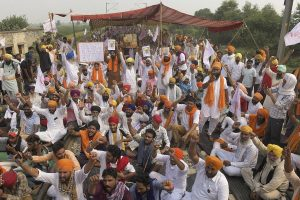HP BJP, Cong play blame game over farmers' stir