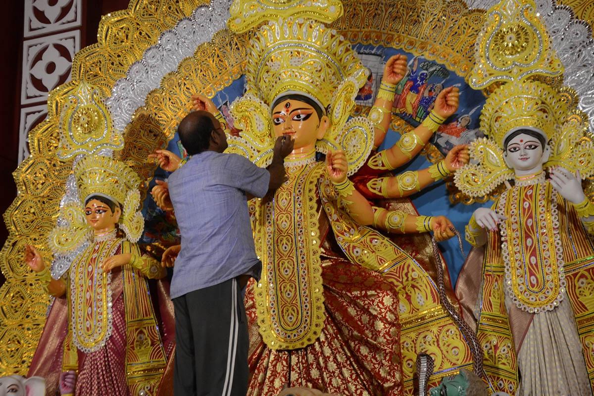 Facebook, Instagram, Durga Puja, AR filters, GIFs, Hashtags, Pujaparikrama