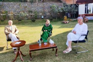 Mehbooba Mufti meets Farooq Abdullah and Omar Abdullah day after release