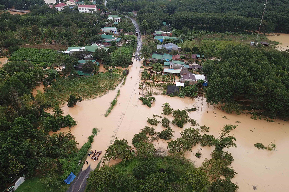 Vietnam flood 2020, landslides, death toll