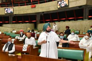 Punjab Police officers gathering intelligence, not negotiating with farmers at protest site : Amarinder