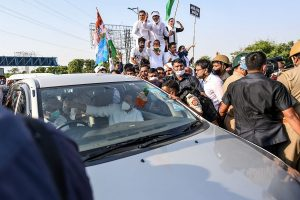 After brief halt at DND, five people including Rahul, Priyanka allowed to head towards Hathras