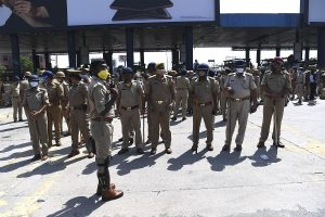 Mild lathicharge by police to disperse Congress workers at Noida's DND