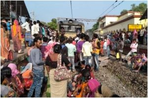 Protest to demand resumption of local train service turns violent in Hooghly
