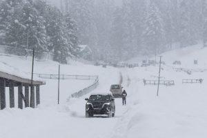 Tourist resorts Gulmarg, Pahalgam receive heavy snow