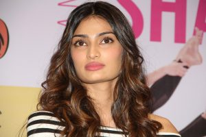Athiya Shetty is 'child of the earth' on Earth Day