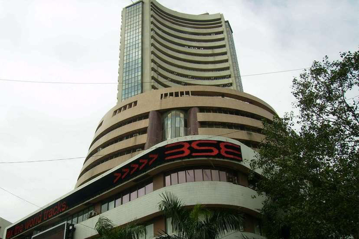 Market - Sensex trades up 175 points; Nifty above 13,500 level