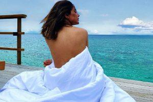Hina Khan flaunts 'sexy back' from Maldivian vacation