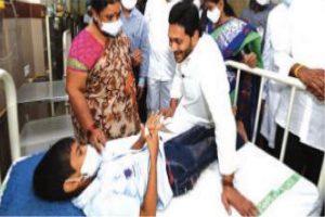 Centre rushes 3-member team to Eluru in wake of mystery disease
