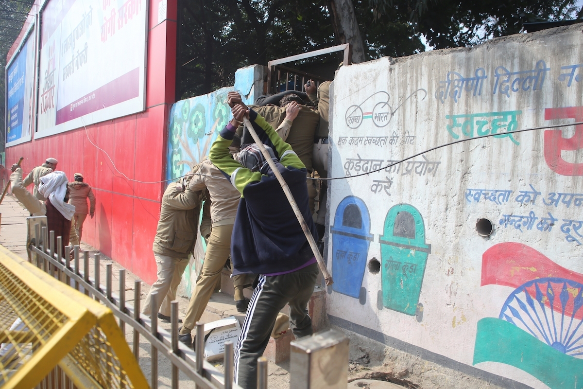 two police personnel, farmers, farmer-police clash, tractor rally,
