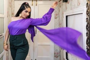 Neha Bhasin: High time women 'rise in love' instead of 'fall in love'