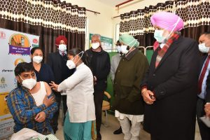 Amarinder rolls out Covid-19 vaccination for 1.74 lakh HCWs