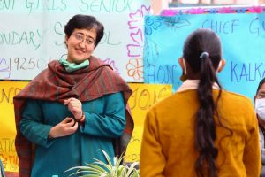Atishi distributes smartphones to girls of 9 to 12 class to help with online classes
