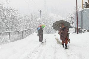 Air, road traffic suspended due to snowfall, landslides in J&K