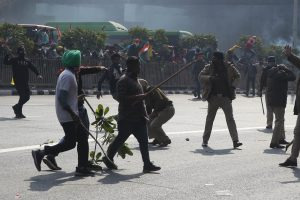 20 injured cops, farmers being treated at Lok Nayak after clashes