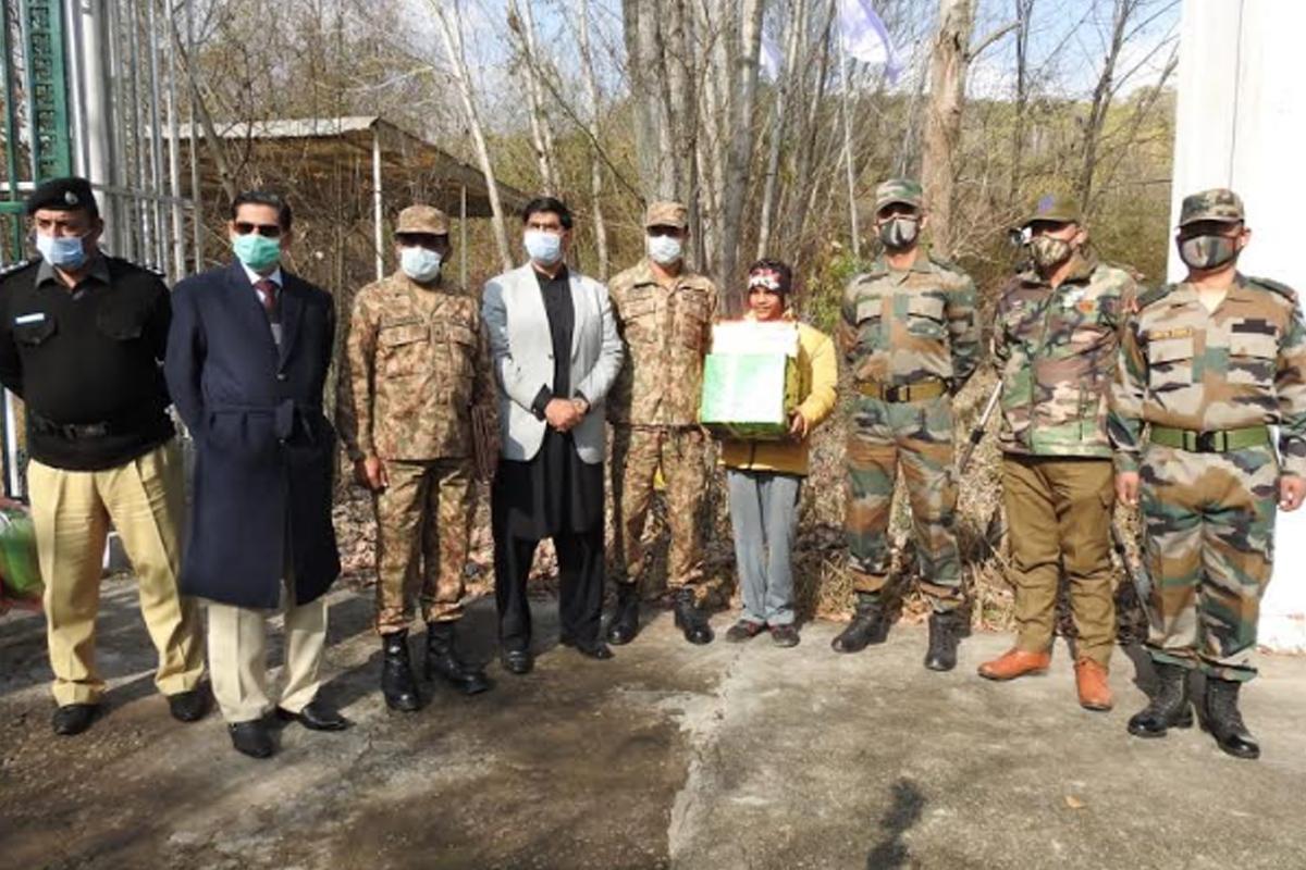 Indian, Pakistani Armies, LoC
