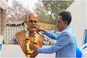 Trinamool Congress unveils Lenin's statue in Kharagpur in presence of Left leaders