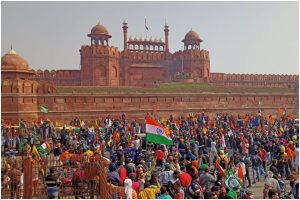Farmers' 'Kisan Gantantra Parade' reaches Red Fort; national flag hoisted from rampart