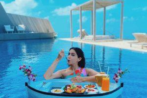 Sara Ali Khan has a 'fan moment' with Vijay Deverakonda