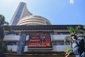 Dalal Street turns red; Sensex plunges 468 points, Nifty down to 13,839.00