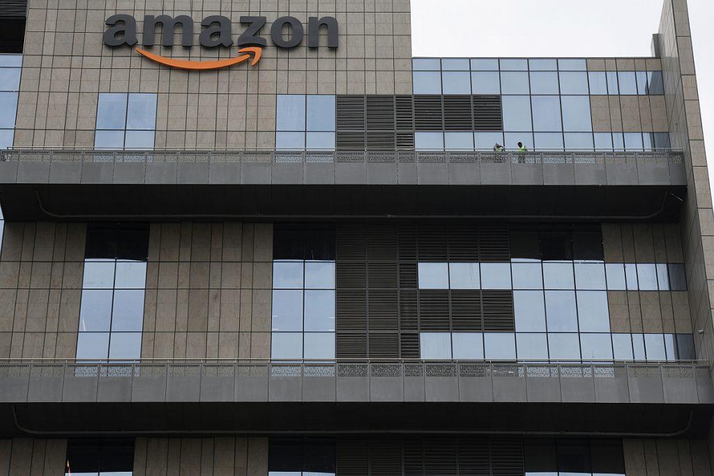 Amazon, Mahindra Electric, electric vehicles
