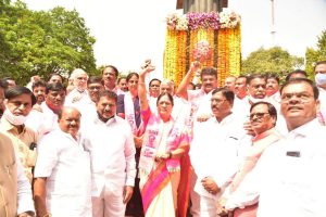 KCR fields PV Narasimha's daughter for MLC polls