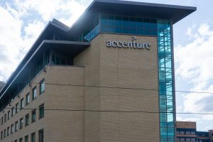Accenture rolls out new business group with VMware