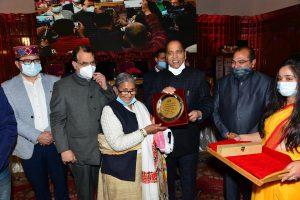 HP CM honours people jailed during Emergency