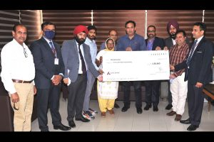 Family of deceased BBMB employee handed over cheque amounting to Rs 3.5 lakh