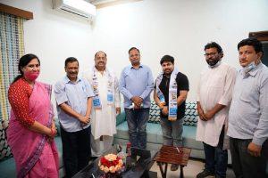 Big jolt to BJP as Delhi Pradesh President of BJP Sindhi Cell Mahendra Kumar Sonpal joins AAP