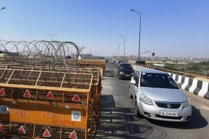 One side of NH-9 at Ghazipur border opens up for commuters