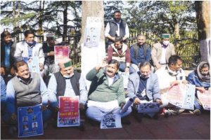 Suspended HP Cong MLAs hold protest against govt