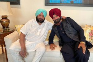 Navjot Singh Sidhu meets Amarinder over tea, may return as minister